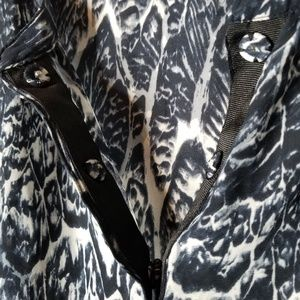 Dress Barn Tops - DRESSBARN Large blue & white ikat top